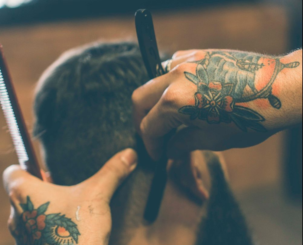 man getting a straight razor cut